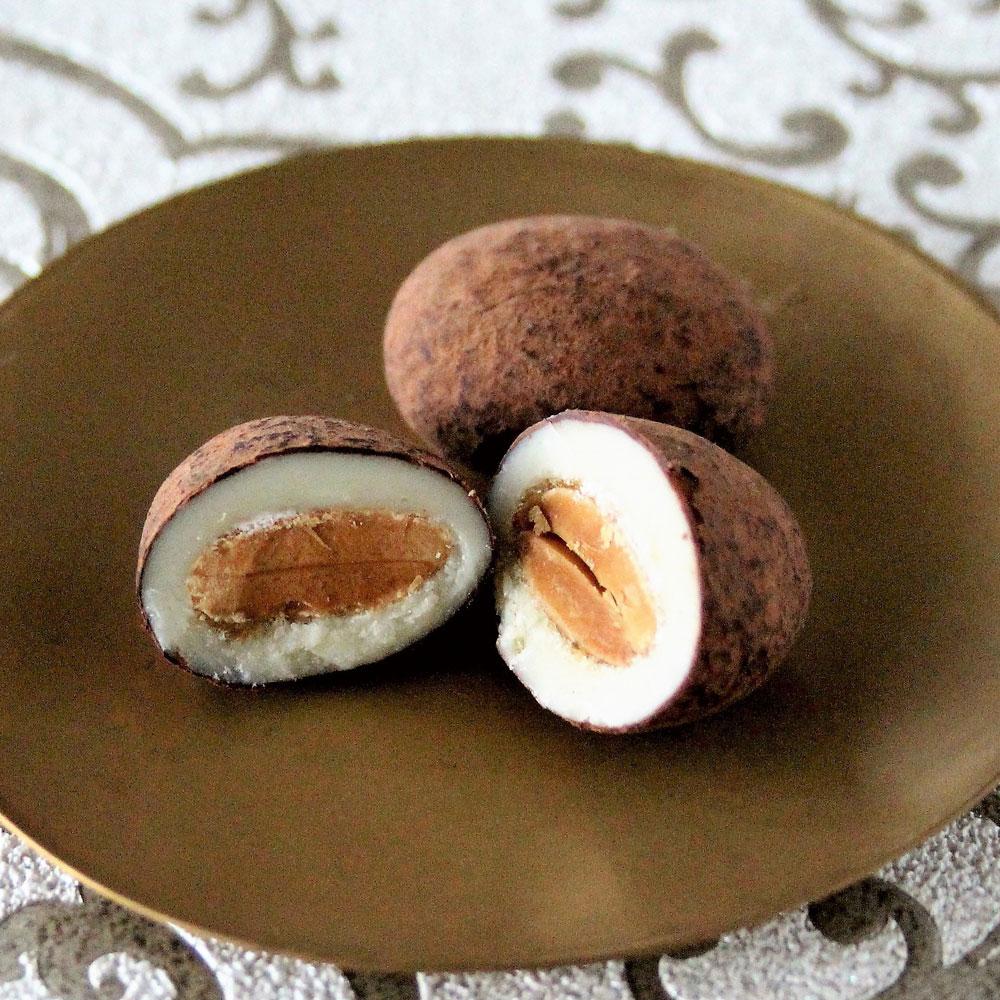 アーモンドチョコレート缶「ゴールド」