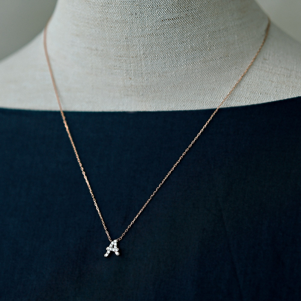 ジュエリー ティント ピンクゴールドとダイヤモンドの イニシャルネックレス A商品画像