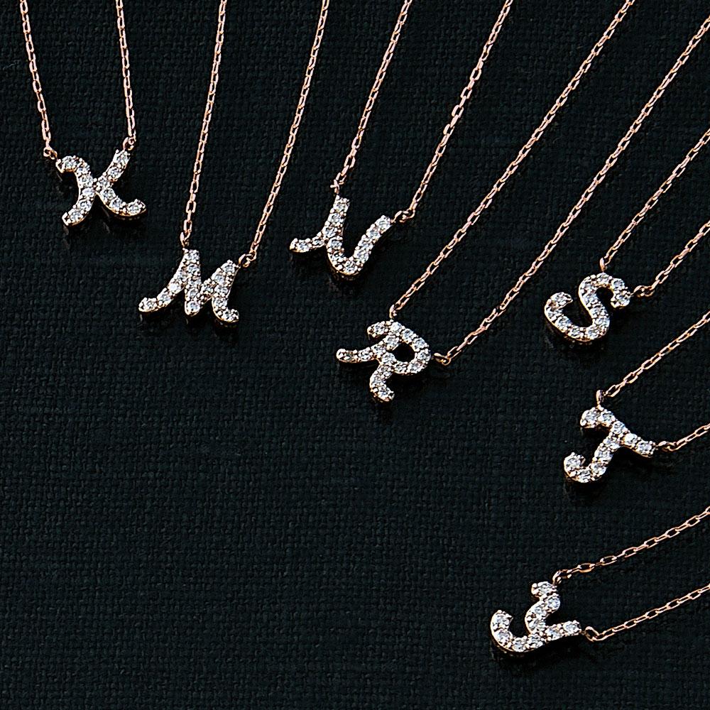 ピンクゴールドとダイヤモンドの イニシャルネックレス M