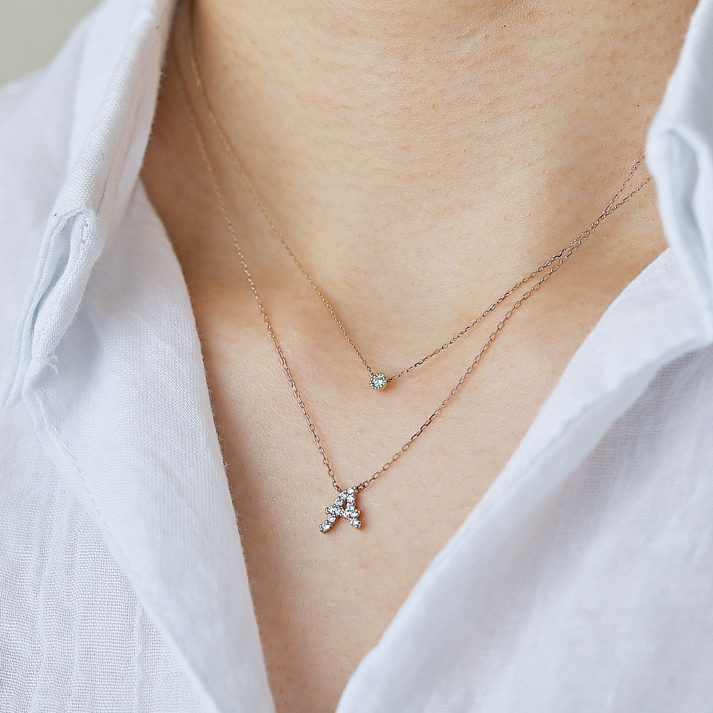 ピンクゴールドとダイヤモンドの イニシャルネックレス T
