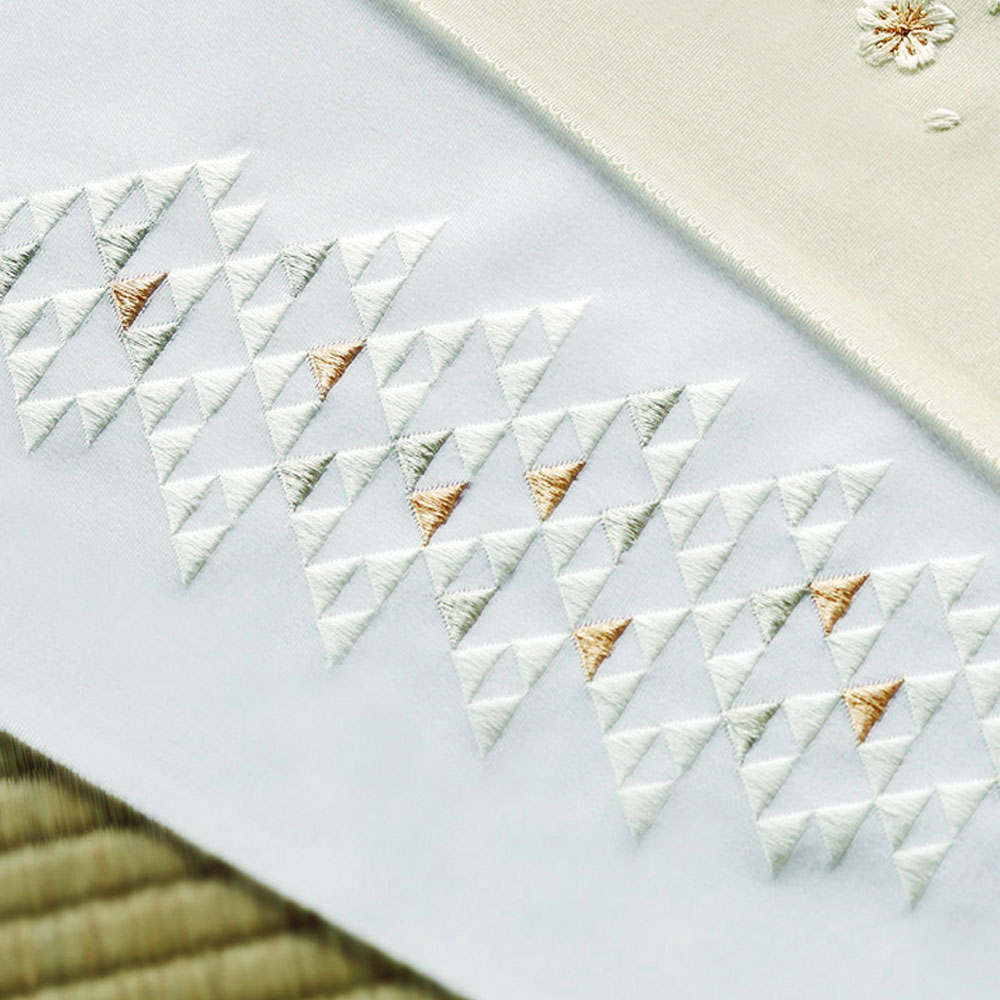 正絹刺繍半衿 鱗(ウロコ)文(白)