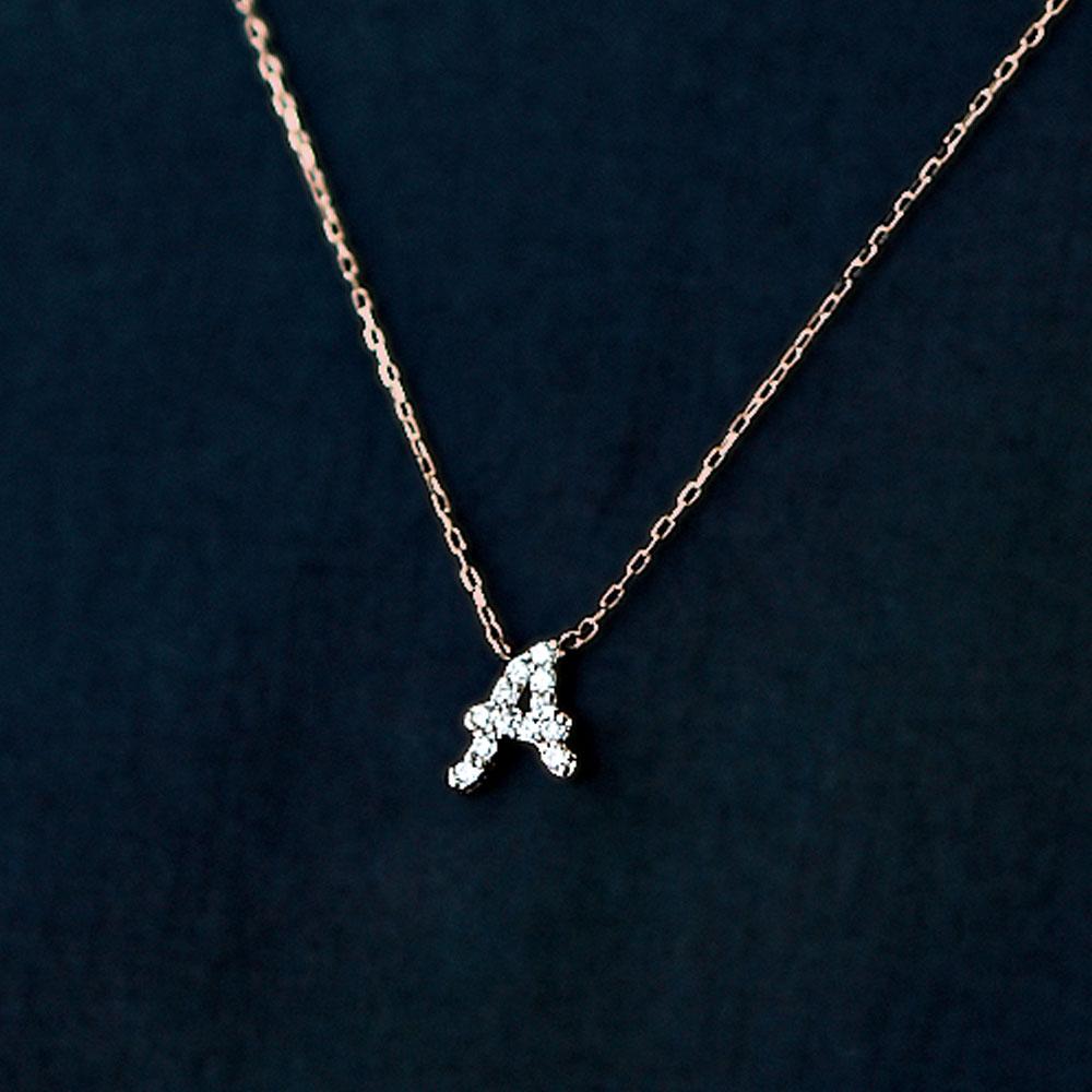 ジュエリー ティント ピンクゴールドとダイヤモンドの イニシャルネックレス Aイメージ