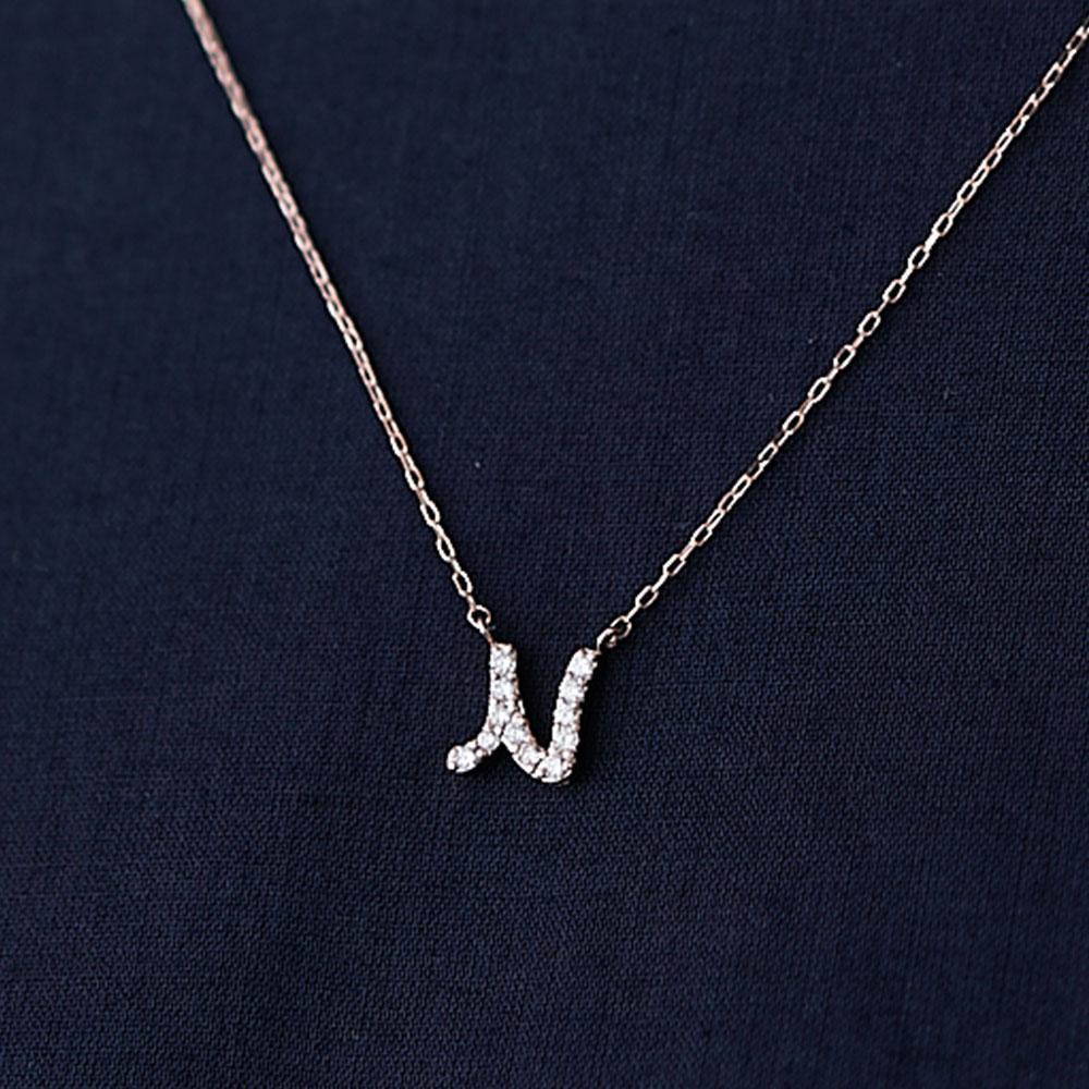 ピンクゴールドとダイヤモンドの イニシャルネックレス N