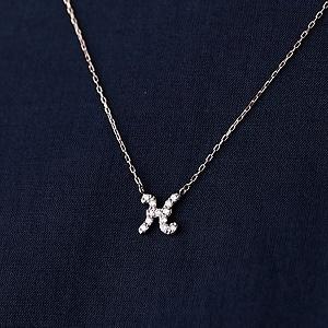 ピンクゴールドとダイヤモンドの イニシャルネックレス H