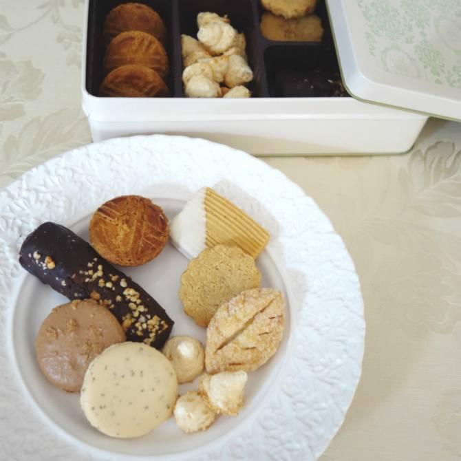 母の日ギフトや手土産に最適 エレガントなクッキー缶